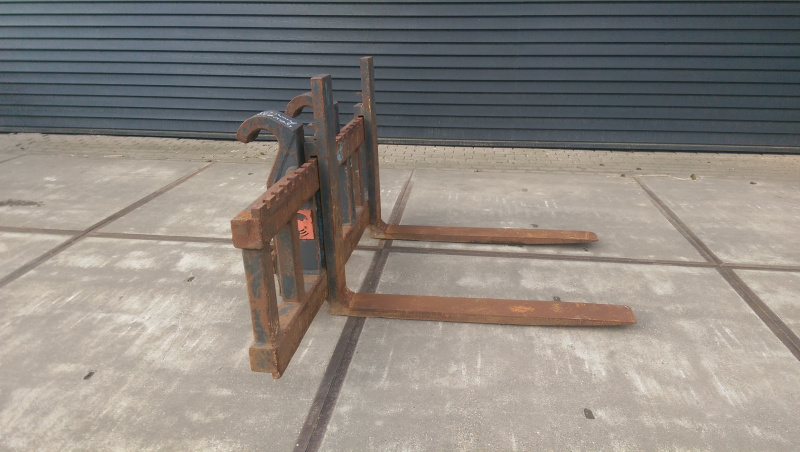 PALLET FORKS WITH 2000 SYSTEM